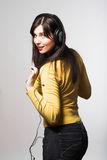 Música que escucha de la mujer Imagenes de archivo
