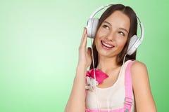 Música que escucha de la mujer con los auriculares Imagen de archivo