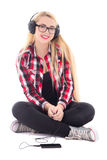 Música que escucha de la mujer feliz joven del blondie en los auriculares aislados Imagen de archivo libre de regalías