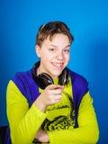Música que escucha del adolescente afectivo en auriculares Foto de archivo