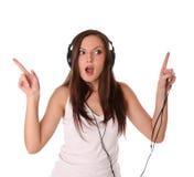 Música que escucha del adolescente en los auriculares Foto de archivo libre de regalías