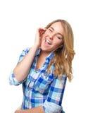 Música que escucha del adolescente rubio con smartphone Fotos de archivo
