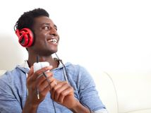 Música que escucha del hombre afroamericano Imagenes de archivo