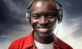 Música que escucha del hombre negro Foto de archivo libre de regalías
