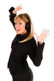 Música que escucha sonriente hermosa de la mujer joven Imagenes de archivo