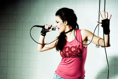 Música rock del canto de la hembra Fotos de archivo libres de regalías