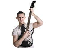 Música y creatividad Hombre joven hermoso en una camiseta que toca una guitarra eléctrica Marco horizontal Imágenes de archivo libres de regalías