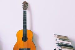 Música y lectura Imagen de archivo libre de regalías