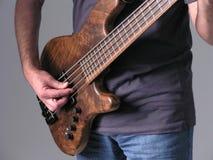 Músico 5 de la guitarra baja imagenes de archivo
