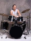 Músico con su sistema del tambor fotos de archivo libres de regalías