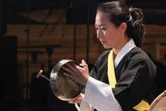Músico coreano jogador do kkwaenggwari Fotografia de Stock
