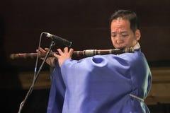 Músico coreano jugador del taegum Imagenes de archivo