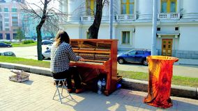 Músico de la calle en Kiev, Ucrania
