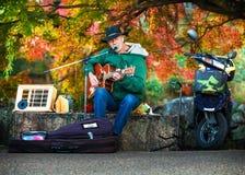 Músico de la calle en Kyoto Fotos de archivo libres de regalías