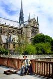 Músico de la calle en París Imagen de archivo libre de regalías