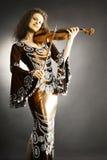 Músico de la mujer con el violín imagenes de archivo