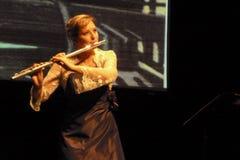 Músico Emma Minchin de la flauta en la etapa de Boldtaks Fotografía de archivo