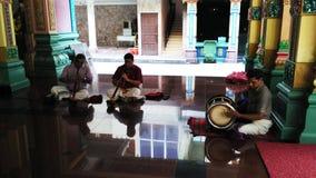 Músico indiano que joga instrumentos musicais Imagens de Stock