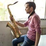 Músico Jazz Instrument Concept da sinfonia do saxofone foto de stock royalty free