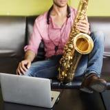 Músico Jazz Instrument Concept da sinfonia do saxofone imagens de stock royalty free
