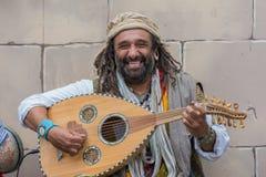 Músico que joga instrumentos medievais Fotografia de Stock