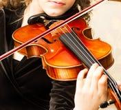 Músico que joga o violino fotografia de stock