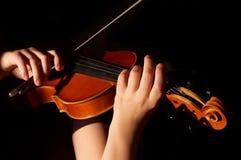 Músico que joga o violino Fotos de Stock Royalty Free