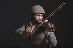 Músico que joga um violino Imagens de Stock Royalty Free