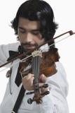 Músico que joga um violino Fotos de Stock Royalty Free
