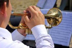 Músico que juega en la trompeta Foto de archivo libre de regalías