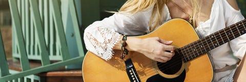 Músico Song Lifestyle Concept de la música de la guitarra imagen de archivo libre de regalías