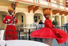 Músico y bailarín en el palacio de la ciudad en Jaipur Fotografía de archivo