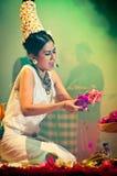 Músico y cantante tradicionales de sexo femenino. Fotografía de archivo libre de regalías