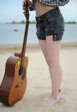 Músico y guitarra Fotografía de archivo