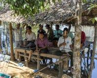 Músicos cambojanos da rua foto de stock royalty free