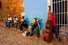 Músicos da rua em Trinidad, Cuba Fotografia de Stock Royalty Free