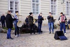 Músicos da rua no centro de Lviv, Ucrânia, Fotografia de Stock