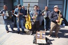 Músicos de la calle fotos de archivo