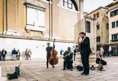 Músicos de la calle en el cuadrado de Venecia imágenes de archivo libres de regalías