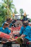 Músicos del Balinese que juegan durante la ceremonia de Nyepi en Bali Indone Fotografía de archivo libre de regalías