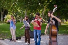 Músicos jovenes imagenes de archivo