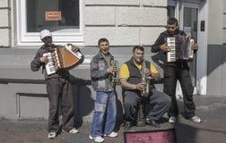 Músicos jovenes de la calle en Amsterdam imágenes de archivo libres de regalías