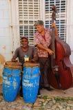 Músicos na rua de Trinidad, Cuba. Outubro 2008 Imagens de Stock Royalty Free