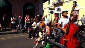 Músicos New Orleans Luisiana de la calle del barrio francés de New Orleans almacen de metraje de vídeo