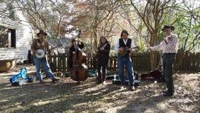 Músicos que executam no museu rural da vida de LSU, filme