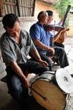 Músicos que juegan en los instrumentos tradicionales Imágenes de archivo libres de regalías