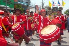 """Músicos tailandeses tradicionais no festival """"Boon Bang Fai"""" de Rocket Imagens de Stock Royalty Free"""