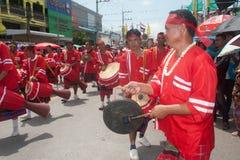 """Músicos tailandeses tradicionais no festival """"Boon Bang Fai"""" de Rocket Fotos de Stock"""