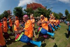 """Músicos tailandeses tradicionais no festival """"Boon Bang Fai"""" de Rocket Foto de Stock"""