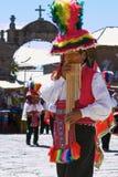 Músicos y bailarines durante un festival en la isla de Taquile en el LAK Foto de archivo libre de regalías
